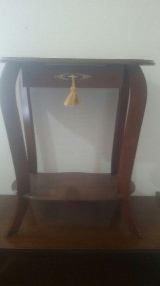 Mesa auxiliar de salón