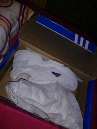 Adidas falcon white nuevas