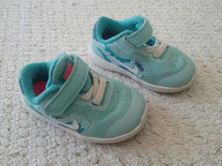 Zapatillas bebe nike tamaño 19,5