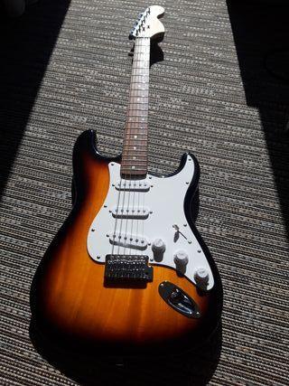 guitarra eléctrica FENDER SQUIERstrat