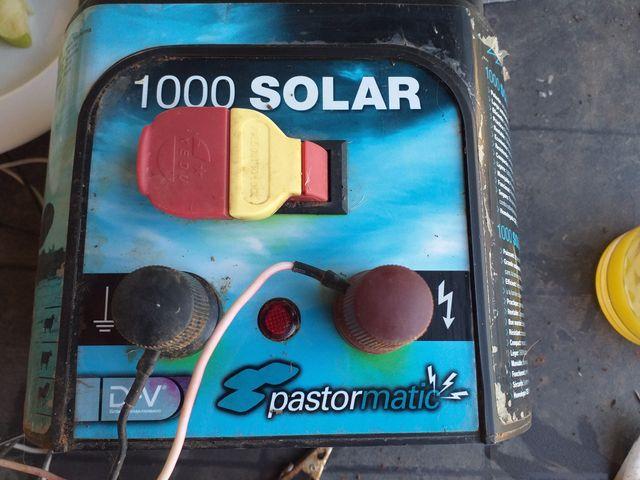 Solar Battery Electric Fencing, Poles/Connectors