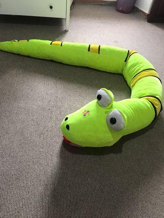 Serpiente de peluche