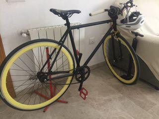 Se vende bici fixed.