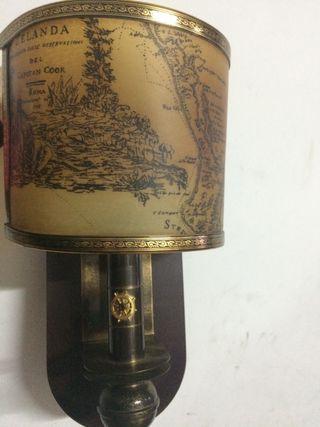 Lámpara antigua de pared