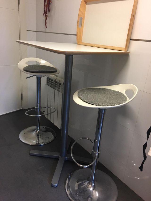 62e621469ac5 Mesa alta con banquetas para cocina de segunda mano por 100 € en ...