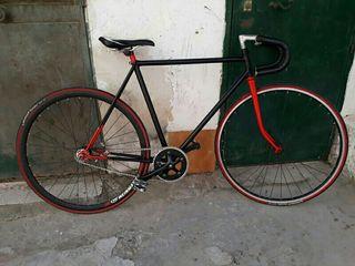 Bicicleta clasica de carrera a fixie