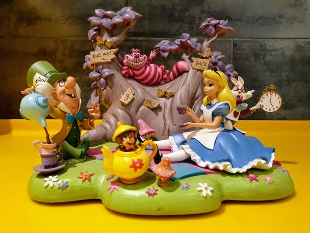 Alice in wonderland Disneyparks figure