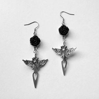 pendientes goticos espadas alas rosas negras