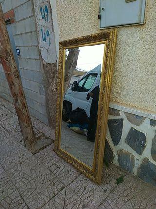 espejo de de un metro 55 más o menos