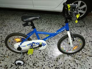 Bicicleta infantil de 16 pulgadas con ruedines