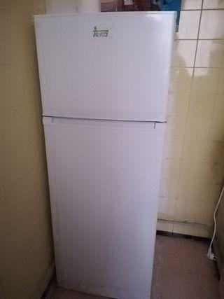 Nevera (frigorífico + congelador)