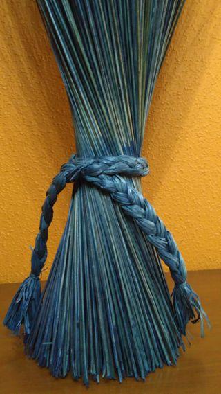 Ramo decorativo de ramas secas azul