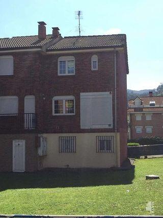 Casa adosada en venta en Ramales de la Victoria