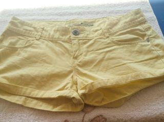 pantalon corto stradivarius.