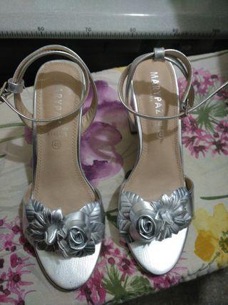 sandalias tacón plata