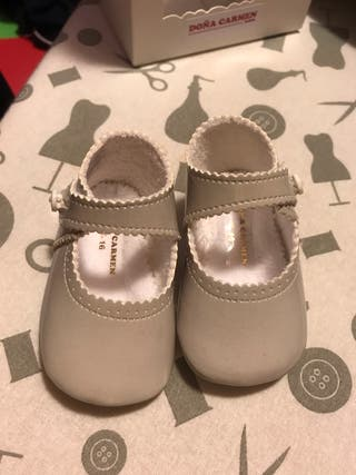 Zapatos grises T.16 doña carmen