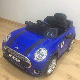 Coche eléctrico Mini Hatch para niños con mando