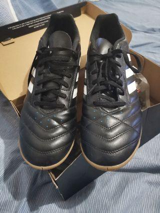 botas fútbol sala nuevas Adidas