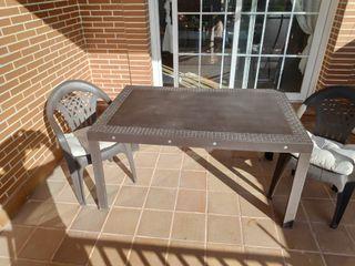 Mesa jardín + dos sillas