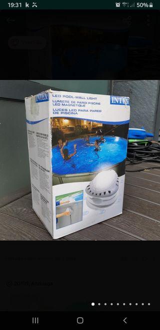 Luz de piscina Intex con 50% de descuento