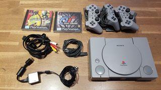 Playstation 1 + 3 mandos + maleta + juegos