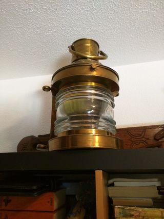 Lámpara antigua de barco
