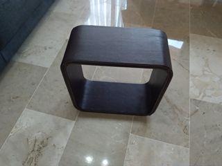Mesa cubo de cuero.