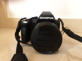 Cámara digital - Olympus SP 100EE + funda