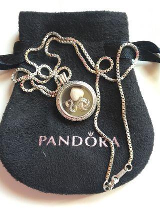 Collar con colgante Pandora