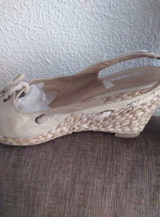Sandalias color beige. n° 39