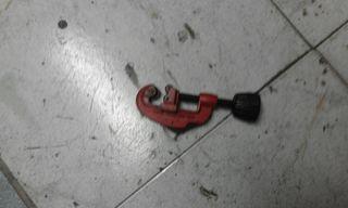 Vendo llave de cortar tubos de cobre