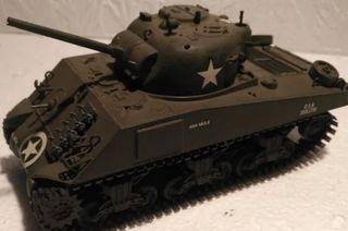 Tanque americano Sherman M4A3. 1/35. montado y pin