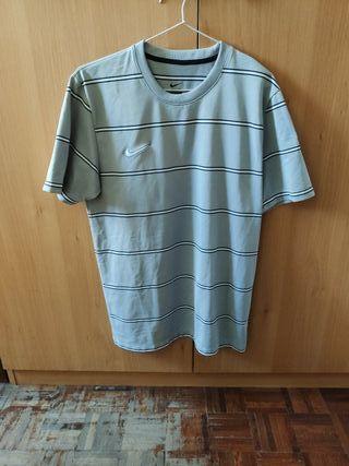 Camiseta Nike gris