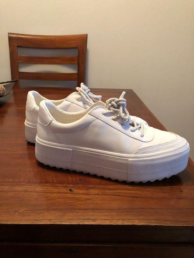 Zapatillas completamente blancas