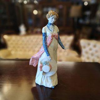 Figura Mujer Con Sombrero