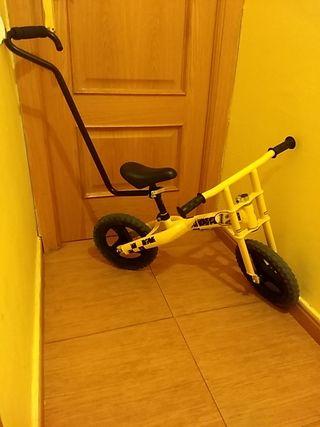 Bicicleta sin pedales marca Chicco