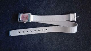 Reloj de pulsera en perfecto estado