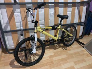 Bicicleta BMX Conor