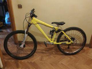 Bicicleta enduro Kona Bass