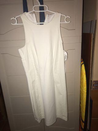 Vestido blanco veraniego. Talla S Stradivarius