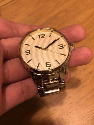 Reloj analógico dorado