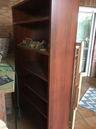 Dos librerias de ikea color marrón oscuro
