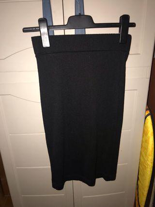 Falda larga negra.