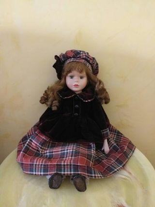vendo muñeca porcelana