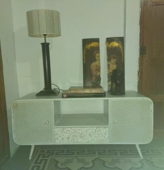 Mueble TV o mueble auxiliar estilo industrial.