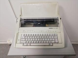 Máquina de escribir electrónica más recambios.