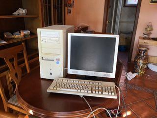pantalla teclado y regalo torre