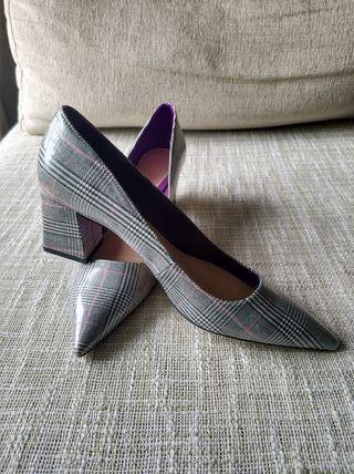 zapato de salón, tacon ancho de cuadros