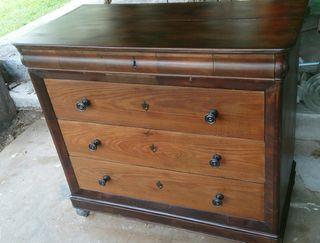 cómoda antigua de madera de castaño restaurada