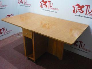 Mesa plegable madera clara con ruedas